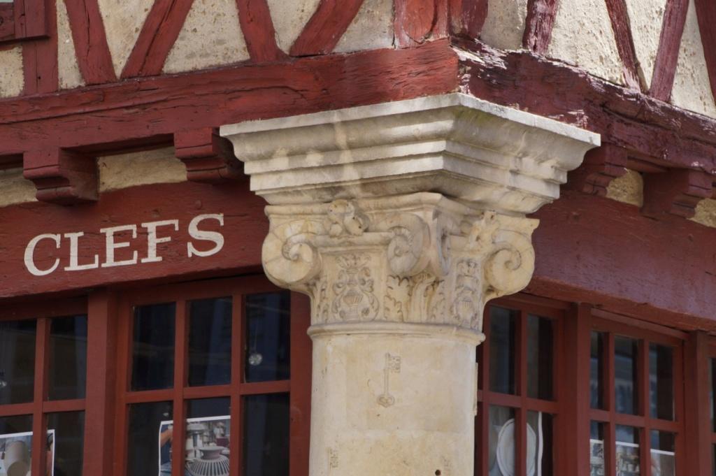 (FIL OUVERT) LES MAISONS à PANS de BOIS. Dsc04511