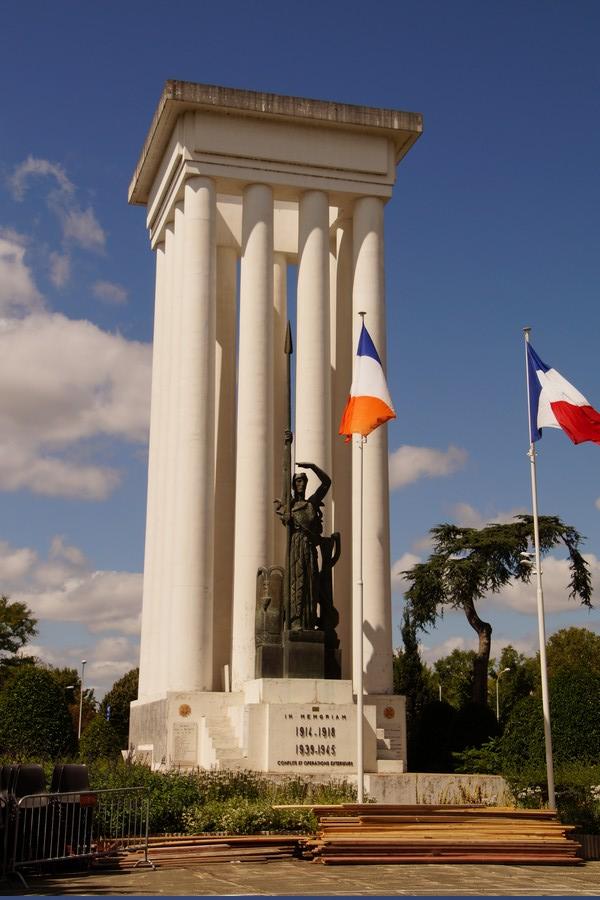 [ Histoires et histoire ] Monuments aux morts originaux Français Tome 2 - Page 9 Dsc09835