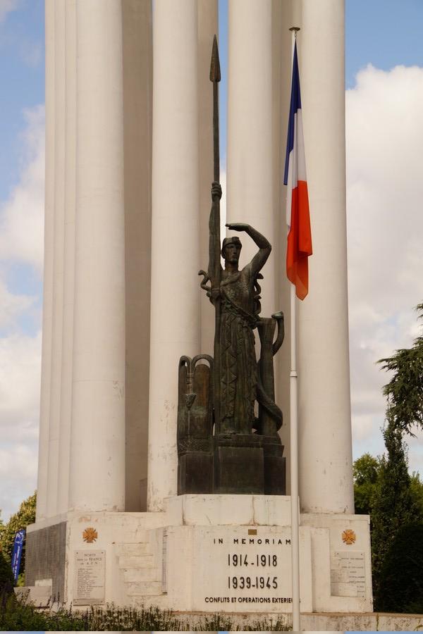 [ Histoires et histoire ] Monuments aux morts originaux Français Tome 2 - Page 9 Dsc09836