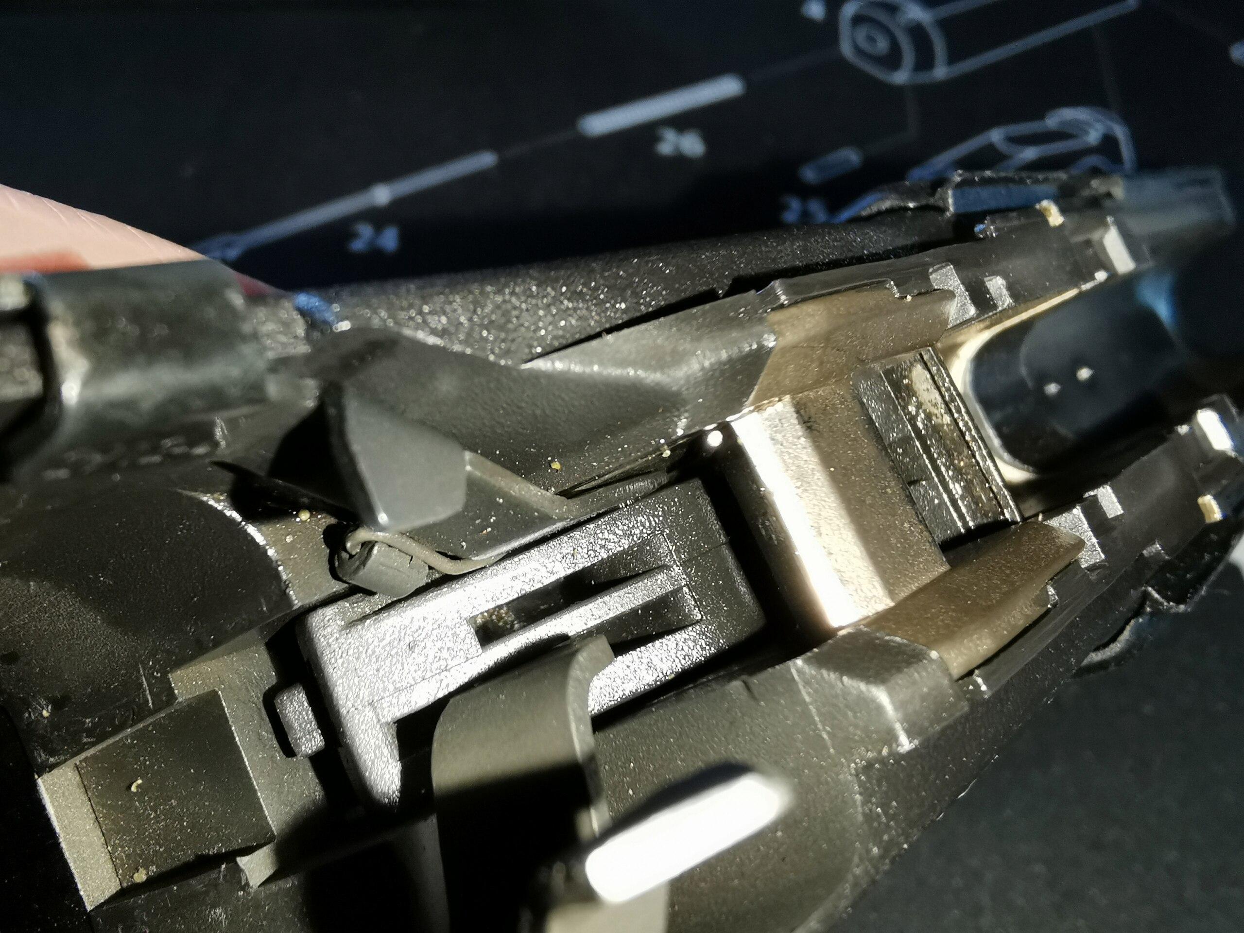 G17 gen 2 : culasse reste en arrière à chaque tir... 210