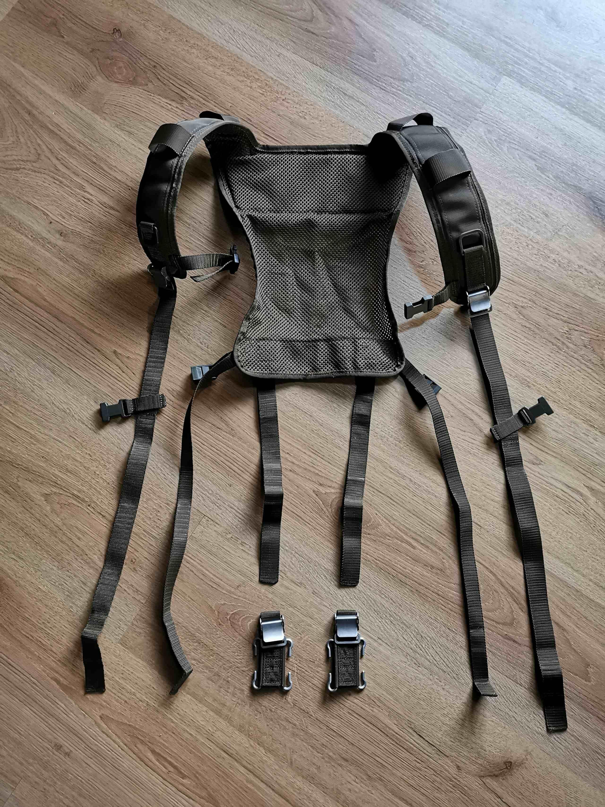 Recyclage du harnais de l'armée sur ma ceinture de charge Img_2059