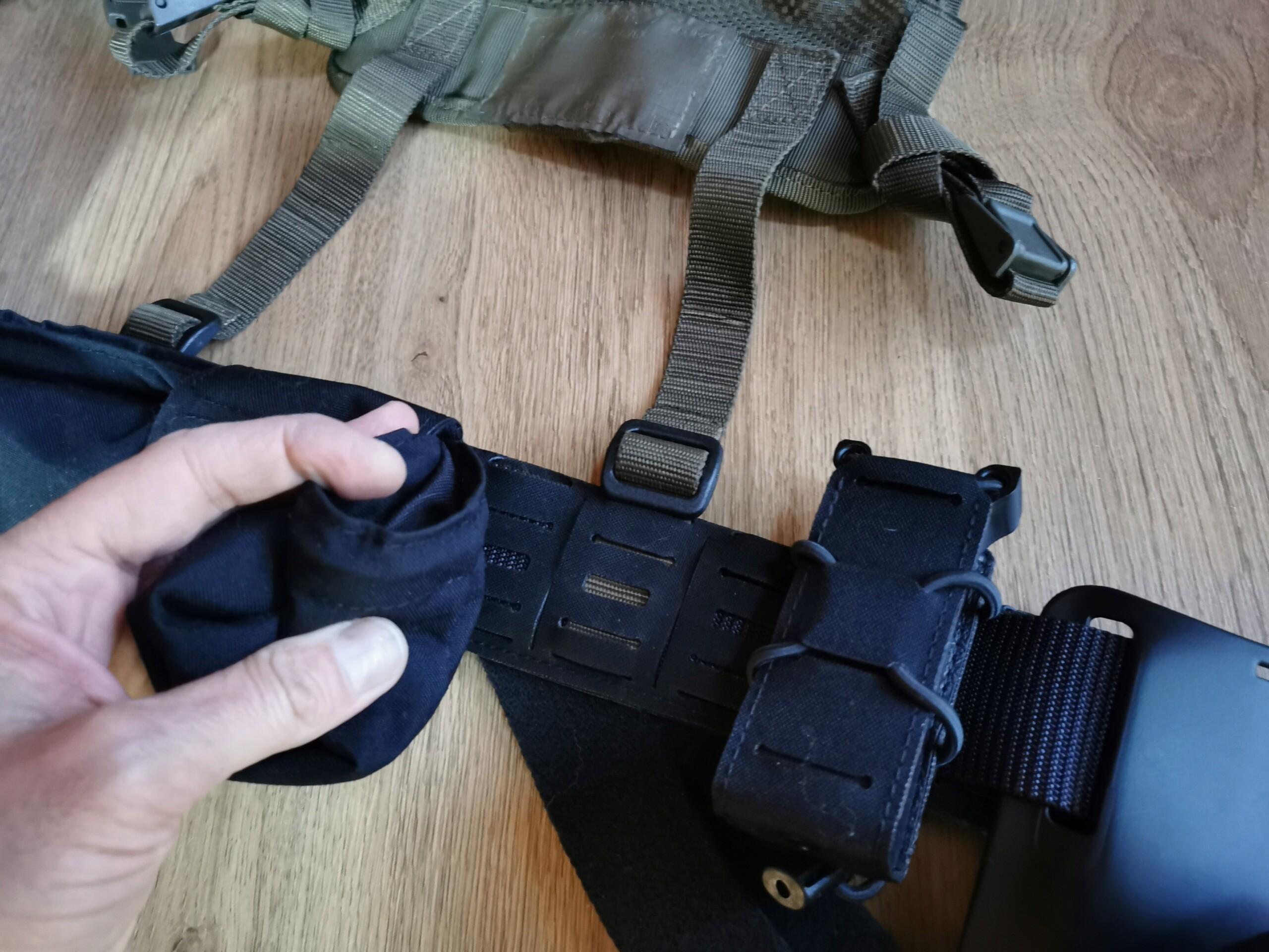 Recyclage du harnais de l'armée sur ma ceinture de charge Img_2061