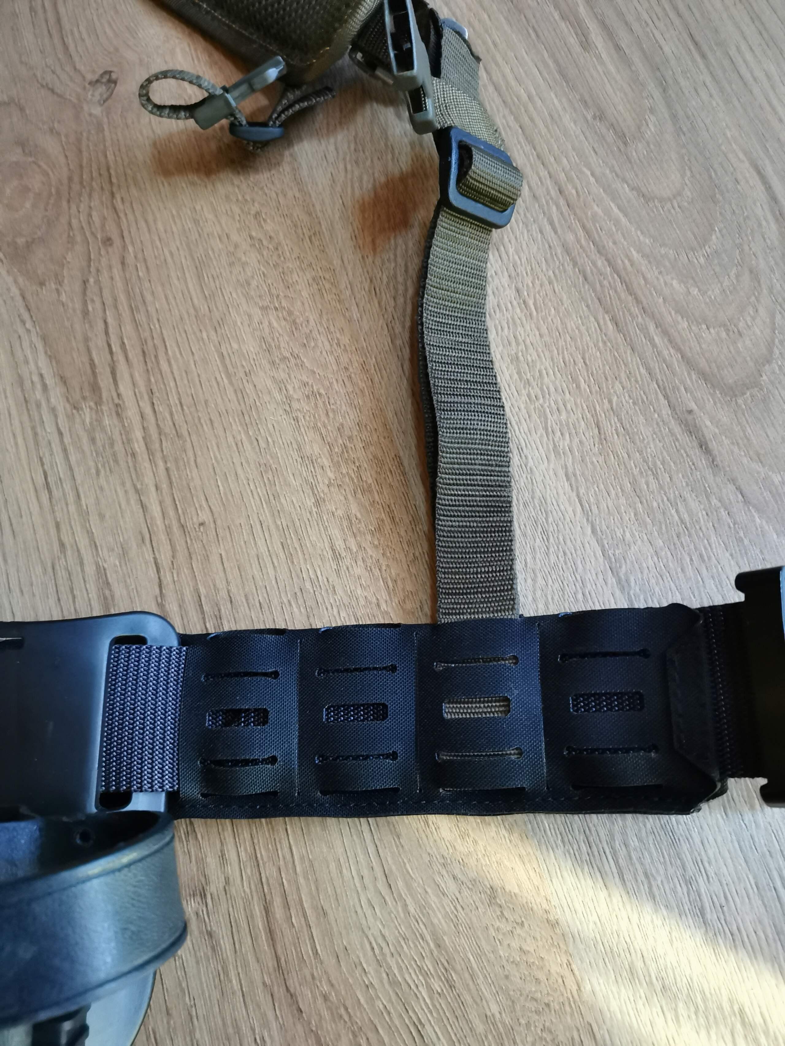 Recyclage du harnais de l'armée sur ma ceinture de charge Img_2062