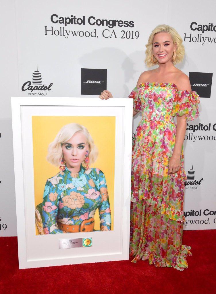 """Katy Perry >> single """"Harleys In Hawaii"""" [II] - Página 21 Ebz7_510"""