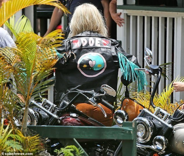 "Katy Perry >> single ""Harleys In Hawaii"" [II] - Página 14 Img_2106"