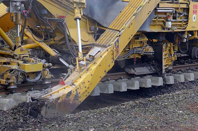 Gleisbauzüge im Einsatz Gbau0512