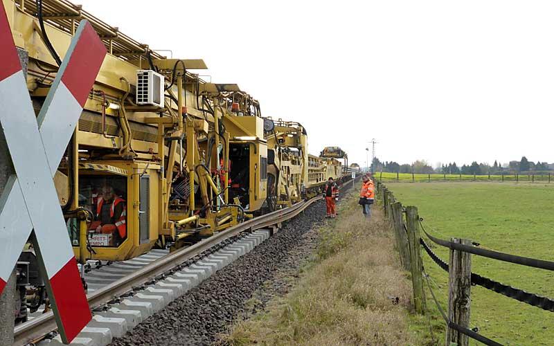 Gleisbauzüge im Einsatz Gbau0716