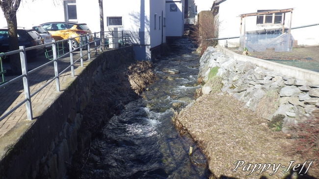 Un petit Ru le Vogelbach, une grande rivière la Thur 00310