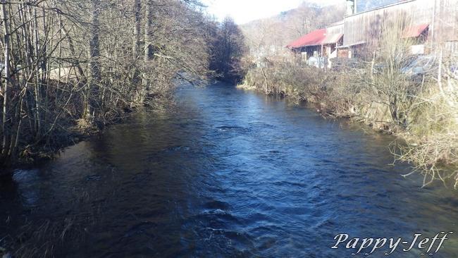 Un petit Ru le Vogelbach, une grande rivière la Thur 00412