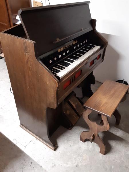 Mon harmonium (reed organ) Hörügel 20201014