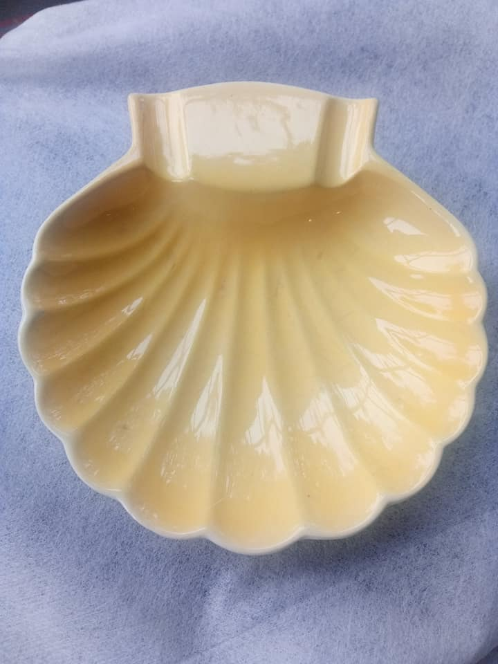 Yellow scalloped shell ashtray Cl_yel11