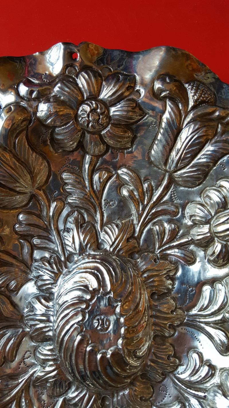 Identification de poinçons sur plat décoratif 20200317