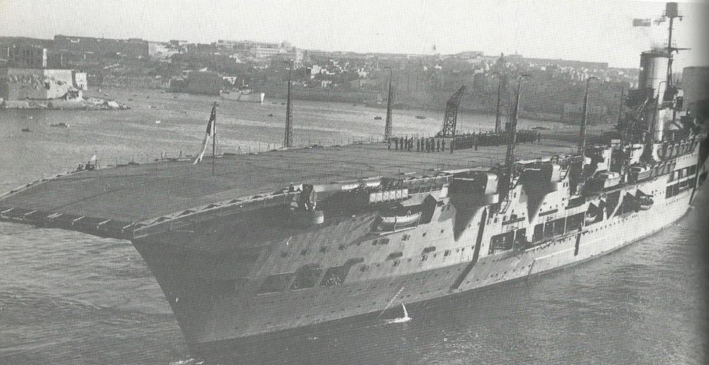 Grande histoire des porte-avions de combat - Page 3 Ark_ro12