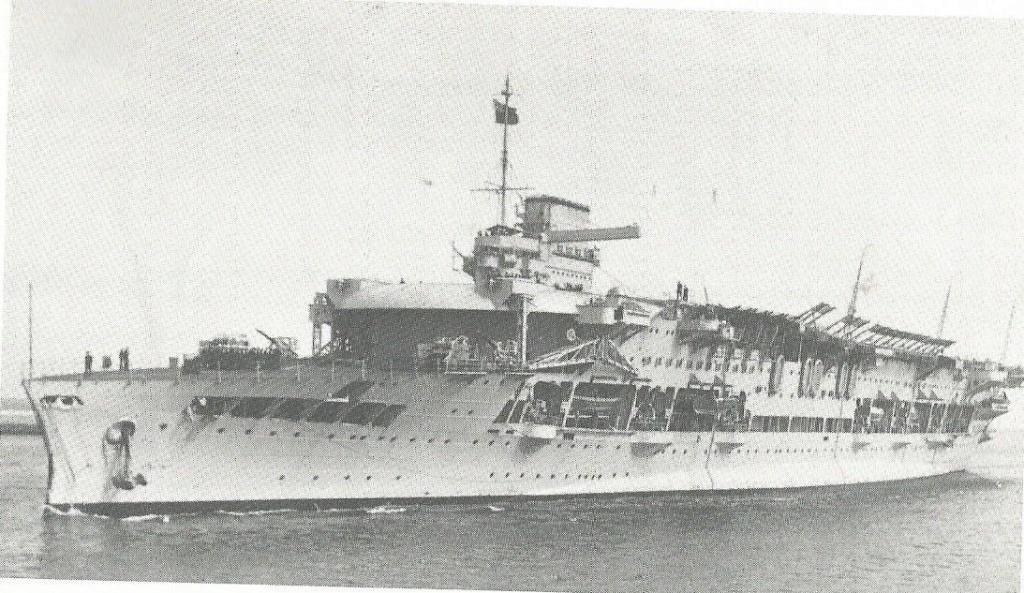 Grande histoire des porte-avions de combat - Page 2 Glorio10