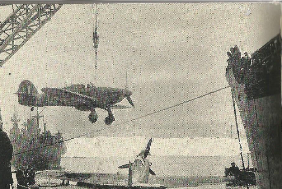 Petite histroire des porte-avions d'escorte - 1915-1945 - Page 3 Hurric10