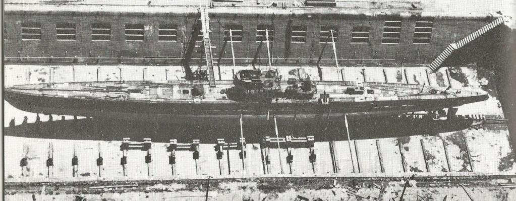 Petite histroire des porte-avions d'escorte - 1915-1945 - Page 13 U_505_11