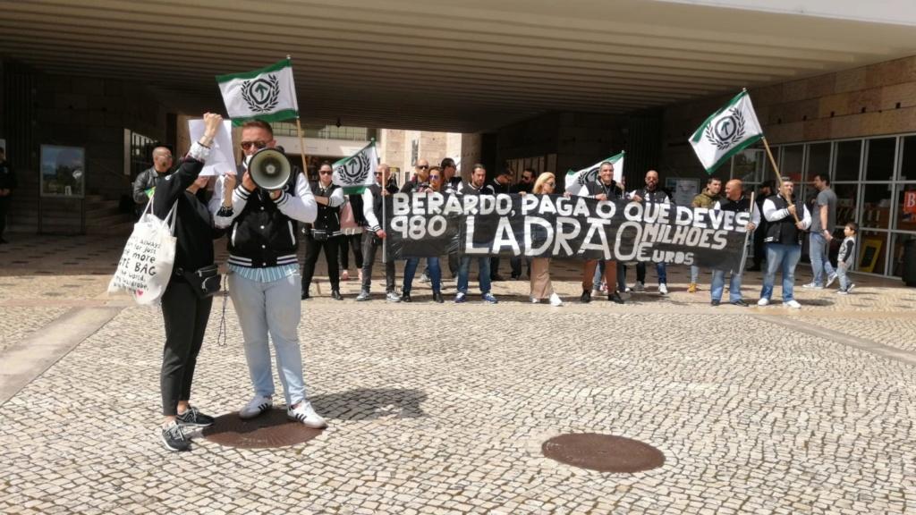 """20 de Abril - """"Berardo paga o que deves - Ladrão!"""" (FOTOS) Img-2064"""