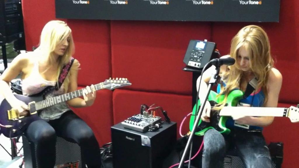 Gibson Les Paul vs. Fender Stratocaster Strat-10