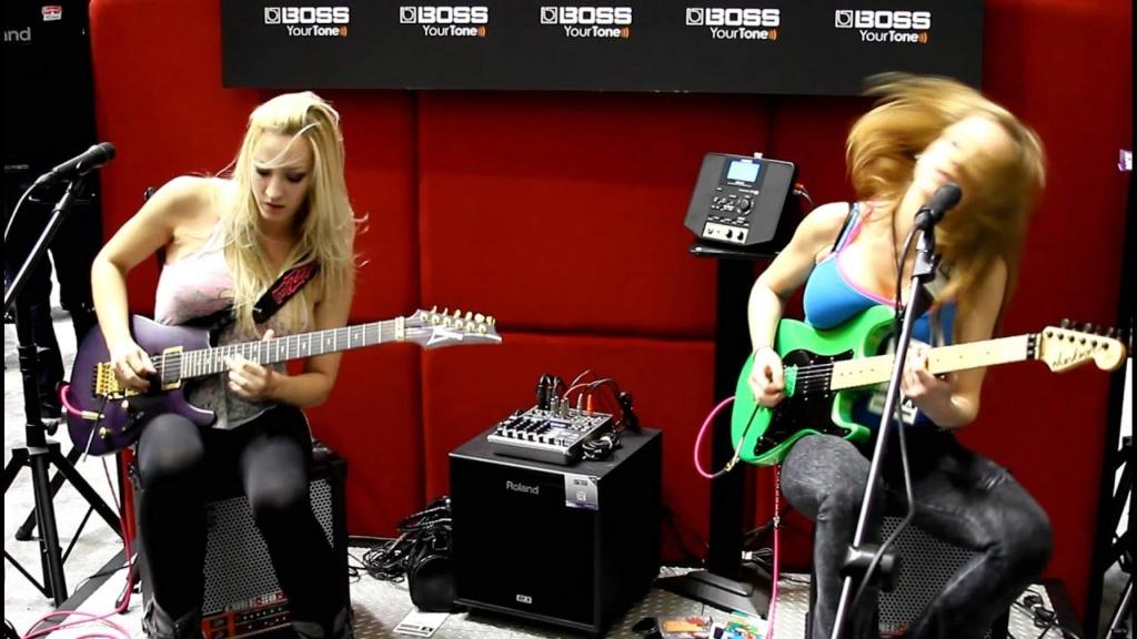 Gibson Les Paul vs. Fender Stratocaster Strat-11