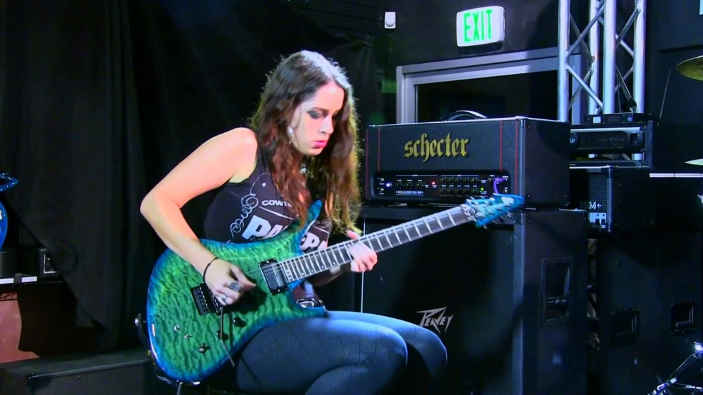 Gibson Les Paul vs. Fender Stratocaster Strat-12