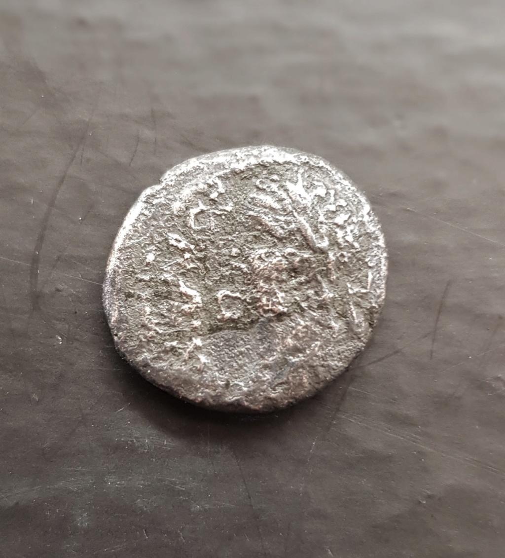 Alguien puede ayudar con esta moneda? 20200511