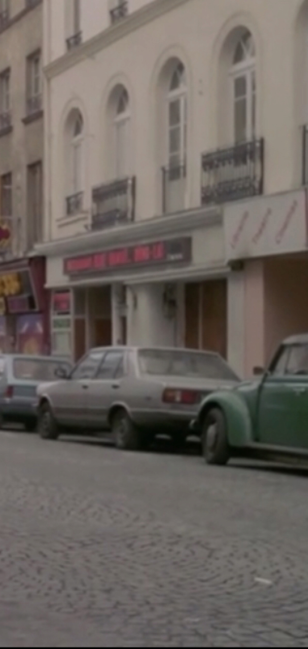 FIAT 131 Berlina vista nel film francese «  Pinot Simple Flic » del 1984 235ce010