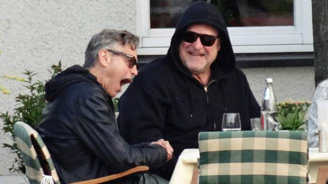 Photo: George Clooney holds BBQ and left Germany today Bbq1610