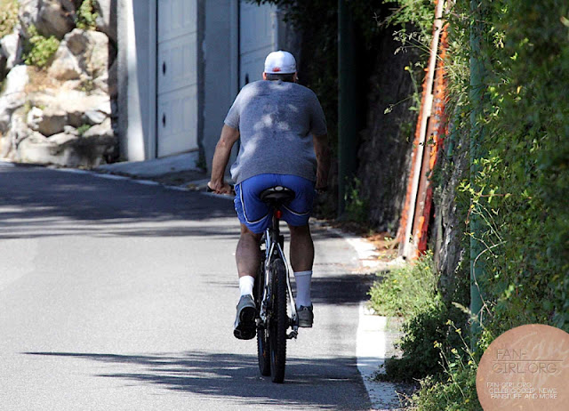 George Clooney's bicycle ride in Como - and his little ass! Donkey11