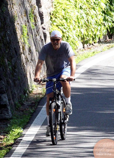 George Clooney's bicycle ride in Como - and his little ass! Donkey16