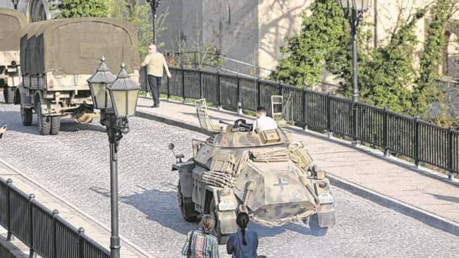 Photos and videos: George Clooney filming in Merseburg Merseb23