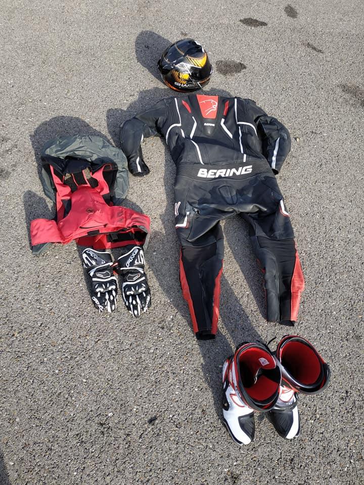 Chute au circuit de LEDENON : Déclenchement du Gilet Airbag et impact : Merci à mon matériel de protection !!! 56938211