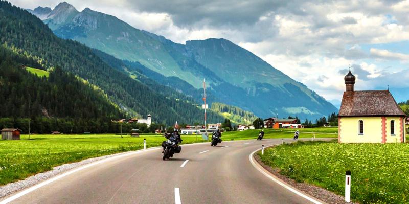 Comment préparer votre moto avant un long trajet ? B2896610