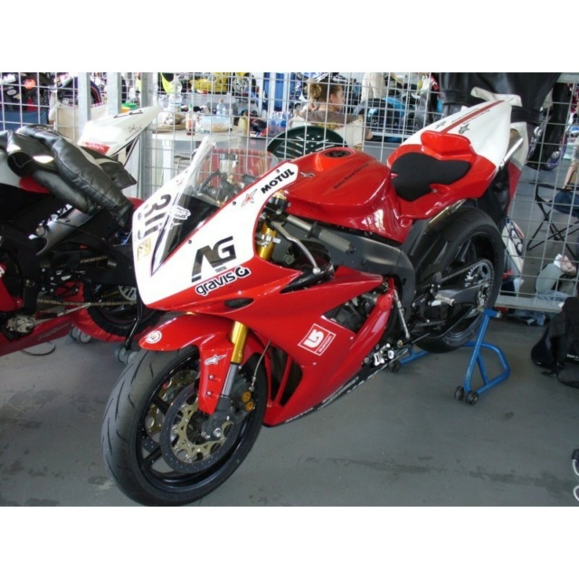 Je suis passé chez la concurrence = ma nouvelle moto YAMAHA R1 ! - Page 3 Carena10