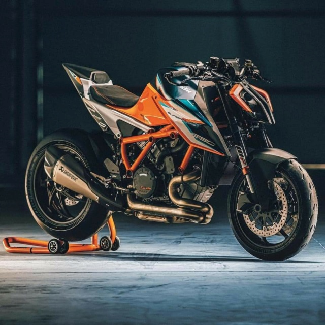 Nouvelle KTM SUPERDUKE 1290RR : Radicale ! Fb_im143