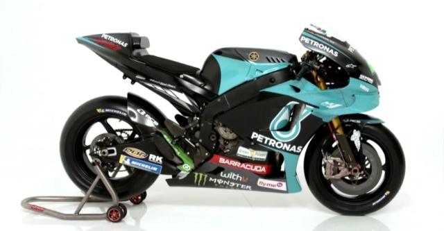 Présentation de la M1 Yamaha Petronas - ROSSI/MORBIDELLI Img_1028