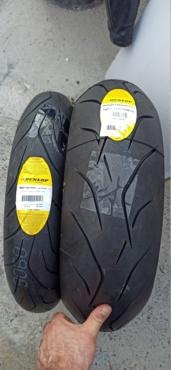 Ce matin c'est montage de pneus... pour la première journée piste du frangin Img_1229