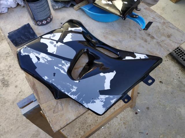 [TUTO REDMAN] Aérosol Montana pour peinture complète sur carénage Polyester brut Img_2083