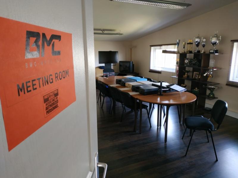 Motopiste.net en visite chez BMC-Moto et... Surprise !!! Img_2266