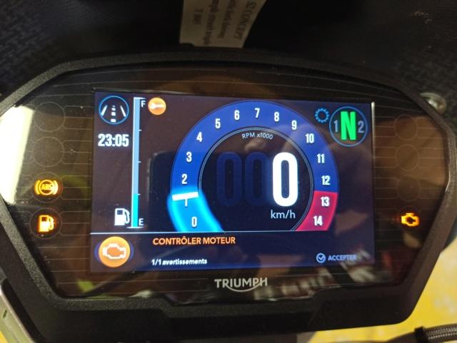 Qui roule sur Triumph 765 RS? Img_2733
