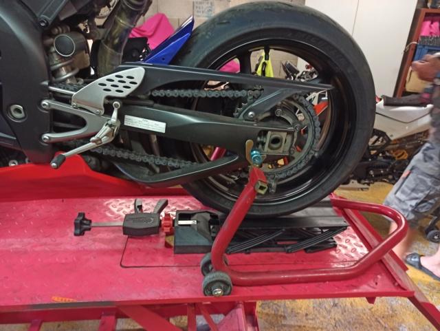 Je suis passé chez la concurrence = ma nouvelle moto YAMAHA R1 ! - Page 3 Img_2783