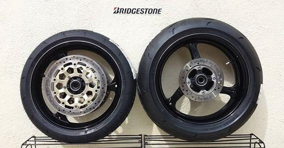 Essai Bridgestone BATTLAX RACING R11 R11_re10