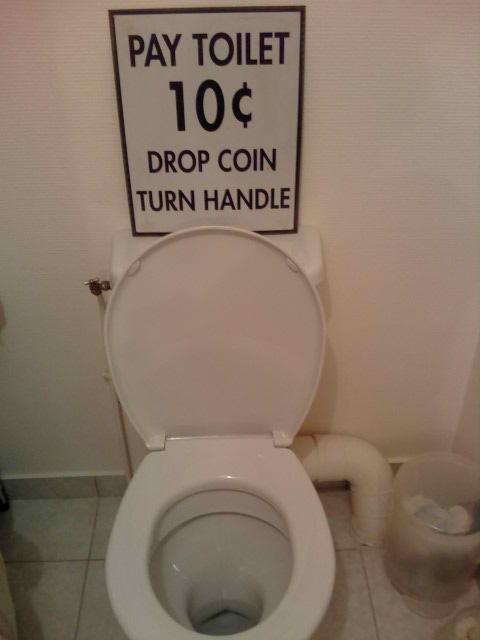 a qui appartiennent ces toilettes? - Page 3 12559710