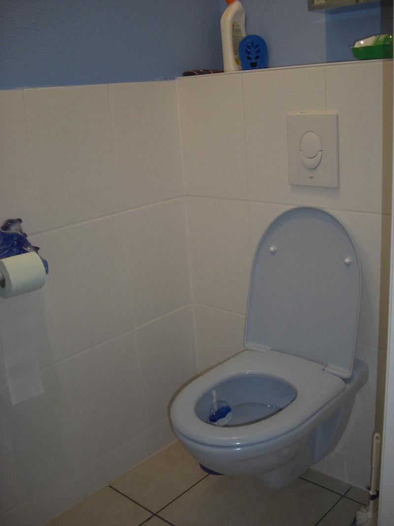 a qui appartiennent ces toilettes? - Page 3 Cimg1210