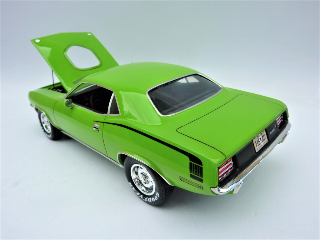 Plymouth Hemi Cuda 70 revell terminée - Page 2 Photo574