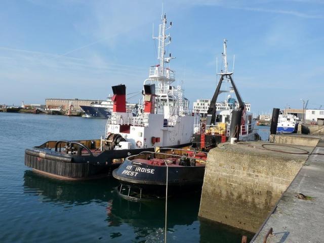 [Les ports militaires de métropole] Port de Brest - Page 3 1010