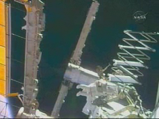 [STS-119] Discovery : EVA 1 - Page 2 Vlcsna11