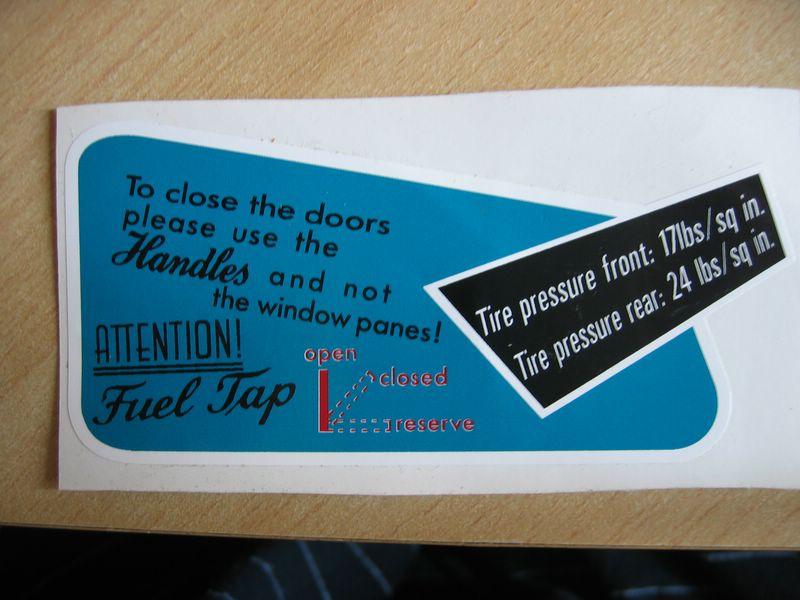 Emplacement Sticker boite à gants Sticke10