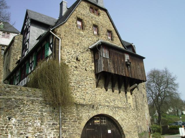 Fruehlingsspaziergang-Schloss Burg an der Wupper. Sb1210