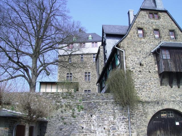 Fruehlingsspaziergang-Schloss Burg an der Wupper. Sb1310