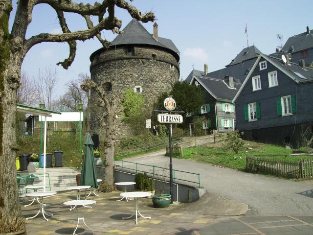 Fruehlingsspaziergang-Schloss Burg an der Wupper. Sb2010